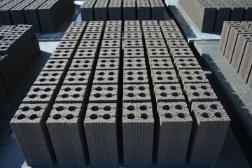 Sử dụng pallet nhựa vào sản xuất gạch không nung
