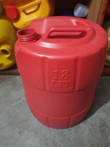 Cạn nhựa 18l đựng dầu